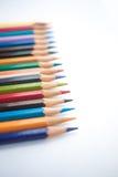 Kleurenpotloden op witte achtergrond Stock Afbeelding