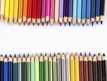 Kleurenpotloden op witte achtergrond Royalty-vrije Stock Foto