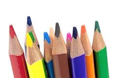 Kleurenpotloden op witte achtergrond - macrobeeld Stock Fotografie