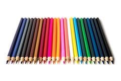 Kleurenpotloden op witte dichte omhooggaand als achtergrond met het Knippen van weg worden geïsoleerd die Mooi Voor tekening Stock Fotografie