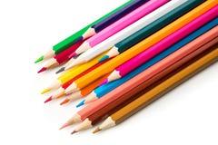 Kleurenpotloden op witte dichte omhooggaand als achtergrond met het Knippen van weg worden geïsoleerd die Mooi Voor tekening Stock Foto