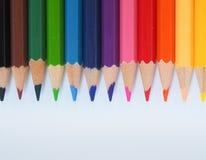 Kleurenpotlood met vrije tekstruimte op whtieachtergrond Royalty-vrije Stock Afbeeldingen