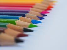 Kleurenpotlood met vrije tekstruimte op whtieachtergrond Stock Afbeeldingen