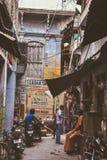 Kleurenstraten in Varanasi, India Royalty-vrije Stock Afbeelding