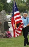Kleurenwacht Female Veteran met vlag Stock Fotografie