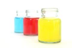 Kleurenwater in flessen Royalty-vrije Stock Afbeelding