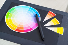 Kleurenwiel en grafische tablet Stock Foto's