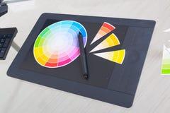 Kleurenwiel en grafische tablet Stock Afbeeldingen