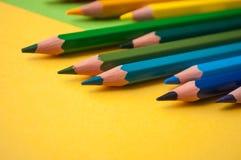 Kleuringspotloden op kleurenachtergrond stock foto's
