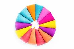 Kleurkrijtjestokken voor gebruik met multikleurenverf op papier Royalty-vrije Stock Afbeeldingen