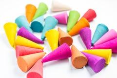 Kleurkrijtjestokken voor gebruik met multikleurenverf op papier Royalty-vrije Stock Foto