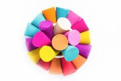 Kleurkrijtjestokken voor gebruik met multikleurenverf op papier Royalty-vrije Stock Afbeelding