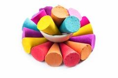 Kleurkrijtjestokken voor gebruik met multikleurenverf op papier Ben Royalty-vrije Stock Foto