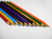 Kleurpotloden aan verftekeningen royalty-vrije illustratie