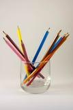Kleurpotloden in een glas Stock Foto