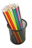 Kleurpotloden in geïsoleerded pot Stock Fotografie