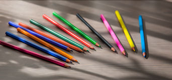 Kleurpotloden op de lijst Stock Afbeeldingen