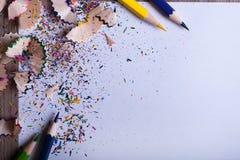 Kleurpotloden op Witboek Royalty-vrije Stock Foto's