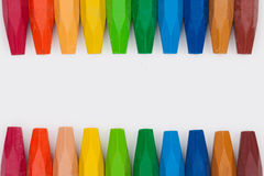 Kleurpotloden op witte achtergrond Stock Foto
