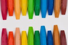 Kleurpotloden op witte achtergrond Stock Afbeelding
