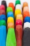 Kleurpotloden op witte achtergrond Stock Fotografie