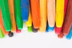 Kleurpotloden op witte achtergrond Royalty-vrije Stock Foto