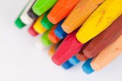 Kleurpotloden op witte achtergrond Royalty-vrije Stock Fotografie