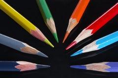 Kleurpotloden op zwarte Royalty-vrije Stock Foto