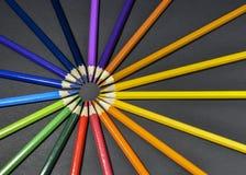 Kleurpotloden op zwarte achtergrond Royalty-vrije Stock Foto