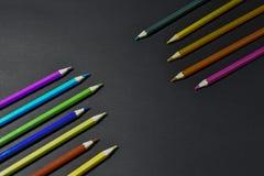 Kleurpotloden op zwarte achtergrond Royalty-vrije Stock Fotografie