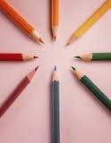 Kleurpotlood op document achtergrond voor de cirkel van de tekeningskleur Stock Afbeeldingen
