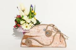 Kleurrijk bloemenboeket op een wit stock foto