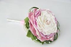 Kleurrijk boeket van bloemen op grijs Royalty-vrije Stock Foto's