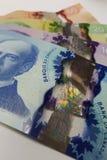 Kleurrijk Canadees document rekeningsgeld gelaagd bovenop elkaar stock foto's