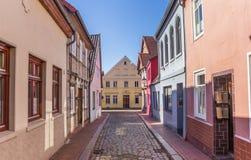 Kleurrijk cobblestoned in het centrum van Verden Stock Afbeeldingen