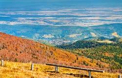 Kleurrijk de herfstlandschap van de de Vogezen-Bergen in de Elzas, Frankrijk stock afbeeldingen