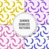 Kleurrijk de zomer modieus naadloos patroon met bananen Stock Afbeelding