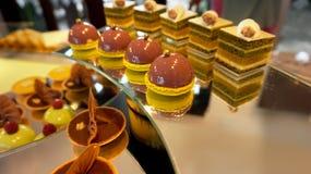 Kleurrijk dessertbuffet, middag hoge thee Stock Foto's