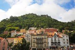 Kleurrijk Dorp met Vestingwerk op de Bovenkant, Portugal stock afbeelding