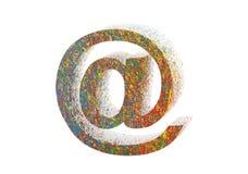 Kleurrijk e-maildiesymbool op wit met het knippen van weg wordt geïsoleerd Royalty-vrije Stock Foto