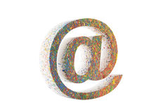 Kleurrijk e-maildiesymbool op wit met het knippen van weg wordt geïsoleerd Royalty-vrije Stock Foto's