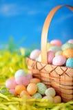 Kleurrijk eisuikergoed op nest Stock Afbeelding
