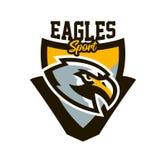 Kleurrijk embleem, sticker, embleem van een adelaar Vliegende vogel, jager, roofdier, gevaarlijk dier, schild, het van letters vo vector illustratie