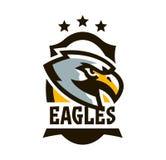 Kleurrijk embleem, sticker, embleem van een adelaar Vliegende vogel, jager, roofdier, gevaarlijk dier, schild, het van letters vo stock illustratie