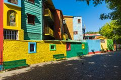 Kleurrijk gebied in de buurten van La Boca in Buenos aires Straat i Royalty-vrije Stock Afbeeldingen