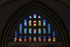 Kleurrijk Gebrandschilderd glasvenster bij St Marys Kathedraal in Yangon Myanmar Azië royalty-vrije illustratie