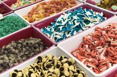 Kleurrijk geleisuikergoed voor verkoop bij markt Royalty-vrije Stock Foto's