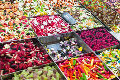 Kleurrijk geleisuikergoed voor verkoop bij markt Stock Afbeelding