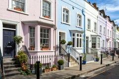 Kleurrijk geschilderde Victoriaanse terrashuizen Stock Afbeeldingen