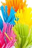 Kleurrijk het drinken stro op witte achtergrond Stock Foto